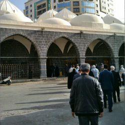 مسجد غمامه که پیغمبر در ان نماز خواند و آسمان به باریدن گرفت