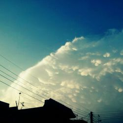 داییم میگه امیدوارم اگه یه روز آسمون دلت ابری بشه اینجوری خوشکل ابری شه ^_^