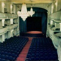 | این تنها تصویر رنگی از بنای بسیار زیبای تالار ارگ تبریز می باشد. آرشیتکت: ( در برخی مطالب، روس ها را طراح  این بنا یاد کرده اند. ) سال بهره برداری:شهریور 1306 سال تخریب: 1359 ظرفیت: 800 نفر |