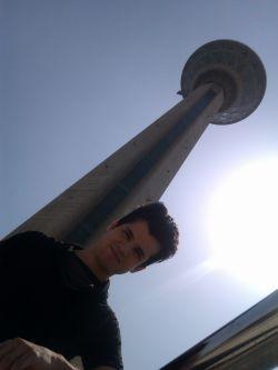 دوستم میلاد وبرج میلاد بالای سرش.........