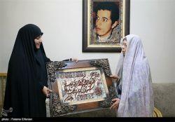 دیدار خواهران تشکل حزب الله سایبر با مادر شهید حسن باقری