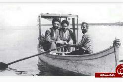 تصویری نادر و قدیمی از رهبر انقلاب در تالاب بندر انزلی