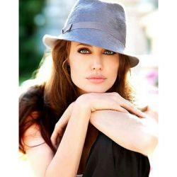 Salam  emruz  4june tavalode Angelina hastesh ke be 40 salegish vared  shod happy birthday (*^▽^*)ヽ(*⌒∇⌒*)ノ( ^∇^)