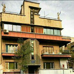 | ساختمان مسكونی در خیابان فرصت، نرسیده به تقاطع سمیه ، تهران آرشیتکت:؟ | دهه ساخت: احتمالا 20 - 30 شمسی عکاس: جناب آقای علیرضا کریمی ➖➖➖➖➖➖➖