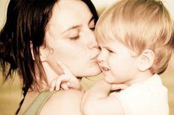 زیبا ترین کلمه برلب های بشریت کلمه«مادر» وزیبا ترین آوا، آوای«مادرم» است.این کلمه آکنده از عشق و امید است، کلمه شیرین و مهر انگیز که از اعماق قلب بر می خیزد وزیبائی است.مادر همه چیز ماست مادر آن روح جاودانی است که لبریز از عشق و زیبائی است