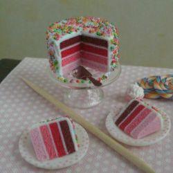 دوستان امروز تولدمه کیک خریدم کیاااا میخوان؟