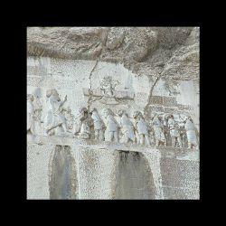 سنگ نوشته بیستون ٬نقش پیروزی داریوش بزرگ بر گوماته مغ ویاغیان  ٬این بنا در شهرستان هرسین سی کیلومتری کرمانشاه بر دامنه کوه بیستون قرار دارد