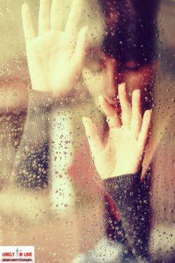 تنهایی یعنی همیشه سر به سر شیشه میگذارم و  اشکهایم جاری میشوند بر سینه ی پنجره …