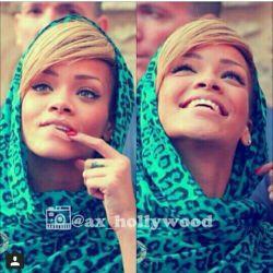 ریانا..با حجاب..فکر کنم روزه هم می گیره |||: