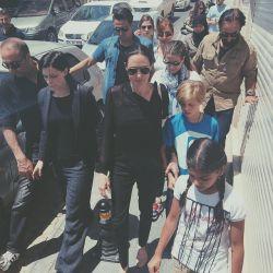 خبر : حضور جدید آنجلینا و شیلون  در ترکیه برای از نزدیک دیدن پناهندگان سوریه ای . انجلینا که عضو سفیر سازمان ملل متحد است اخیرا اقدامات بشر دوستانه ای برای پناهندگان انجام داده است در این سفر نیز انجلینا با رییس جمهور ترکیه در خصوص این امر ملاقات کرد. ^__^