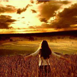 گاهی نه گریه آرامت میکند و نه خنده، نه فریاد آرامت میکند و نه سکوت،  آنجاست که با چشمان خیـس رو به آسمان میکنـی و  میگویی؛ خدایـا تنها تو را دارم، تنهـایم نگذار...