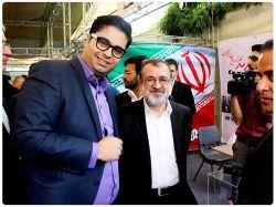 مدیر مرکز پارس در کنار جناب آقای دکتر قنبری معاون محترم وزیر ارتباطات
