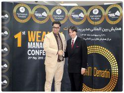 مدیر مرکز پارس در کنار جناب آقای دکتر جان دمارتینی از برترین سخنرانان و نویسندگان جهان و خالق فیلم راز