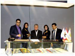 مدیر مرکز پارس در کنار جناب آقای دکتر بیدار مغز رایزن کادر سیاسی وزارت امور خارجه