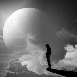 جدال عقل و دل همواره در من ماجرا دارد/شبیه سرزمینی که دو تا فرمانروا دارد//شبیه سرزمینی که یکی در آن به پا خیزد/یکی در من شبیه تو خیال کودتا دارد//منِ دل مرده و عشق تو شاید منطقی باشد/گل نیلوفر اغلب در دل مرداب جا دارد//تو دلگرمی ولی همپا و همدستی نخواهد داشت/کسی که قصد ماندن با منِ بی دست و پا دارد//خودم را صرف فعل خواستن کردم ولی عمری ست/توانستن برایم معنی نا آشنا دارد//زیاد است انتظار معجزه از من که فرتوتم/ پیمبر نیست هر پیری که در دستش عصا دارد!!!//